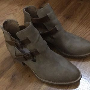 Ankle booties zip up on the back